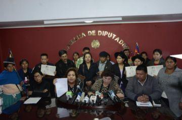 El MAS pide repliegue de militares para establecer el diálogo