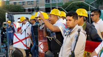 """""""Cascos amarillos"""" llegan a Sucre y reciben reconocimiento del cabildo"""