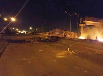 El Alto: Reportan desplome de pasarela que impide el tránsito cerca de la planta de Senkata