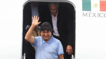 Evo cumple una semana en México con polémica sobre su costo de vida