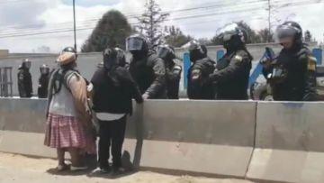 Reportan un muerto en El Alto tras derribamiento con dinamita de muros de YPFB