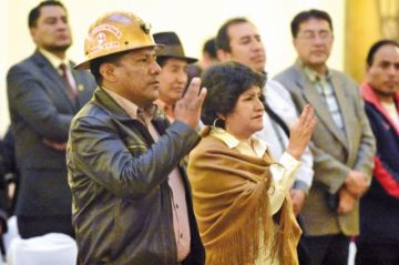 Juran ministros de Minería y Educación