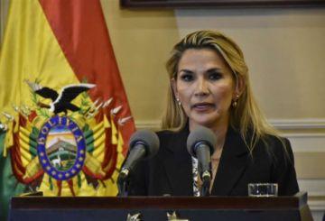 Áñez anuncia convocatoria a elecciones y MAS avanza en el Senado