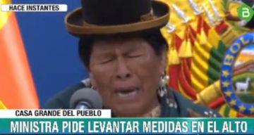 Ministra de Cultura pide, entre lágrimas, parar la violencia en El Alto