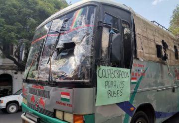 Emprenden campaña para cubrir gastos de buses atacados en Oruro