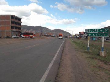 Urgente: Campesinos levantan bloqueos en la ruta Sucre-Potosí