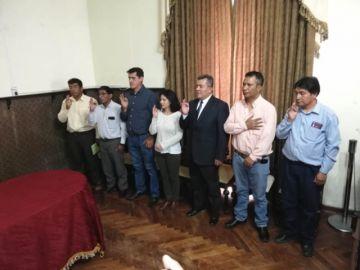 Posesionan a dos nuevos secretarios municipales y cinco subalcaldes