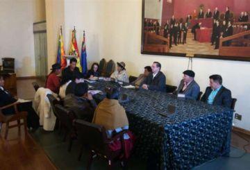 Cuarto intermedio en comisión del Senado que trata convocatoria a elecciones