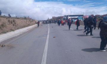 "Choferes en Oruro denuncian ""extorsión"" de bloqueadores"