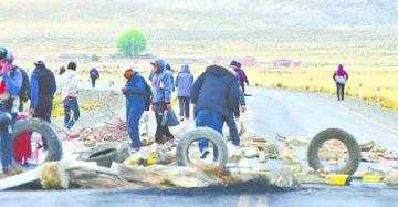 Tras acuerdo, CSUTCB, Bartolinas y maestros rurales levantan bloqueo en Oruro