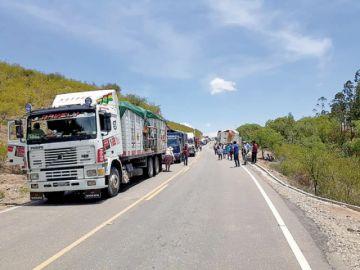 Bloqueos camineros se levantan  en Chuquisaca, pero no en el eje