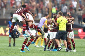 Flamengo remonta, vence a River 2-1 y levanta su segunda Copa Libertadores