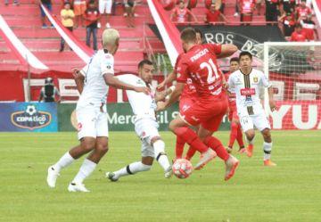 Dos partidos en el oriente reabrieron el fútbol profesional boliviano