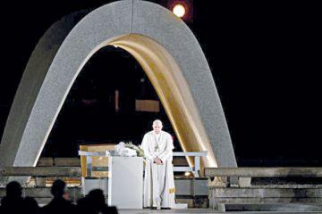 El Papa condena el uso de las armas atómicas