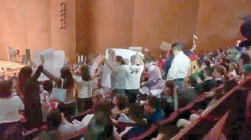 Bolivianos interrumpen discurso de Evo