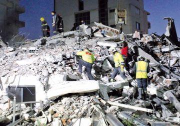 Fuerte sismo en Albania deja decenas de víctimas