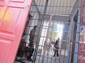 Encarcelan a sospechosos por golpear a dos personas en lenocinio