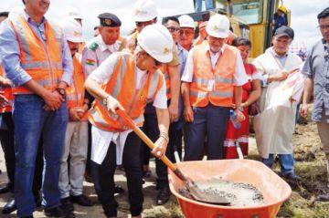 Áñez inaugura obras en el aeropuerto de Beni