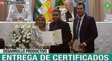Gobierno entrega certificados de producción para autos eléctricos ensamblados en el país