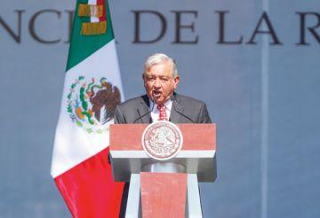 López Obrador ve falencia en economía y seguridad