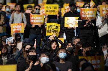 China prohíbe a naves de EEUU parar en Hong Kong y aumentará sanciones a ONG
