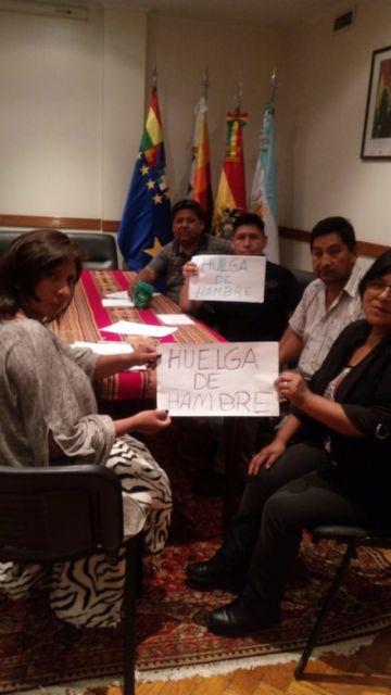 Instalan huelga en la embajada de Bolivia en Buenos Aires