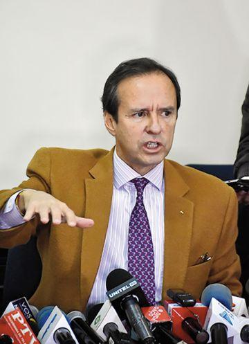 Tuto Quiroga irá a México a explicar que en Bolivia no hubo golpe
