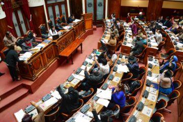 """Legisladores califican de """"saludable"""" la salida de Justiniano del Gobierno"""