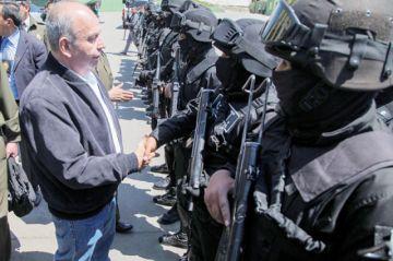 Policía presenta patrulla antiterrorista en La Paz