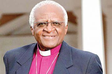 Premio Nobel de la Paz Desmond Tutu, hospitalizado