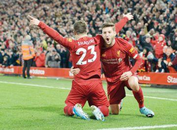 El Liverpool se divierte con el Everton y continúa líder