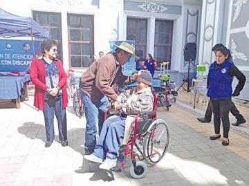 Brindan apoyo y asistencia  social a discapacitados