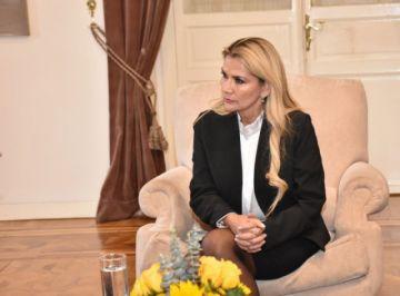 """Áñez conversa con el Secretario de Estado de EEUU  sobre el """"restablecimiento de relaciones"""""""