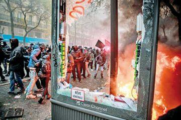 Francia: Masiva huelga desafía a Macron
