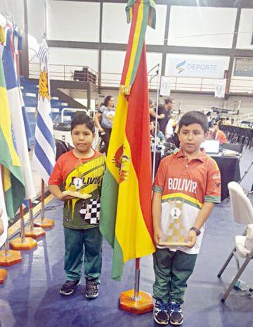 Bolivia sube al podio en Blitz