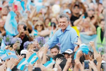 """Macri se despide e insta a """"cuidar Argentina"""""""