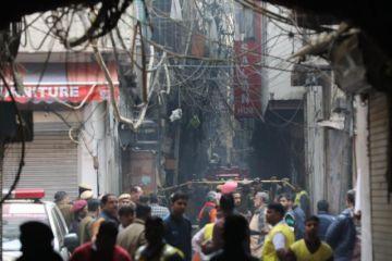 Más de 40 fallecidos por un incendio en una fábrica de Nueva Delhi