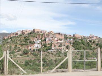 Vecinos del barrio Los Olmos piden construcción de accesos
