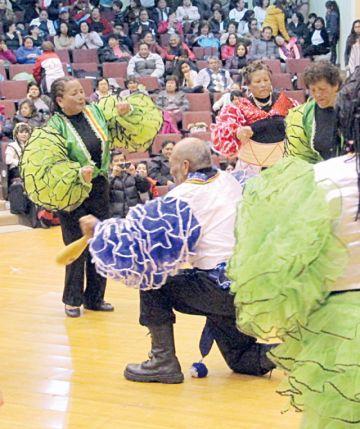 Adultos mayores danzan con el Ballet Municipal