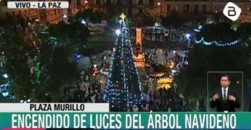 Áñez y Revilla encienden luces navideñas en La Paz