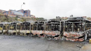 La Paz: Imputan  a 2 choferes por quema de buses