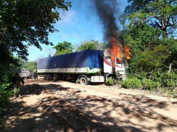Contrabandistas emboscan a Aduana y FFAA en Abapó, Santa Cruz
