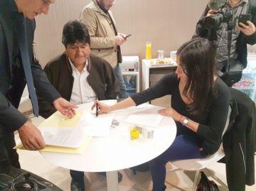 Argentina ya acoge a Evo  y le pide no hacer política