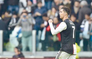 CR7 firma un doblete  y la Juve alcanza al Inter
