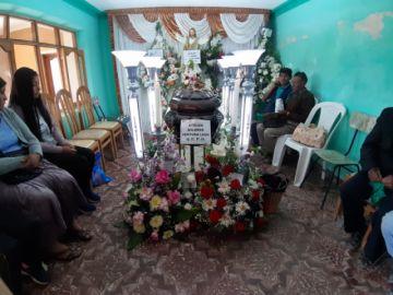 Un rayo deja luto y dolor en dos familias humildes