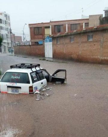 Fuerte lluvia anega calles e inunda viviendas en varias zonas de Sucre