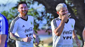 Leo Messi habría pedido a Agüero por Luis Suárez