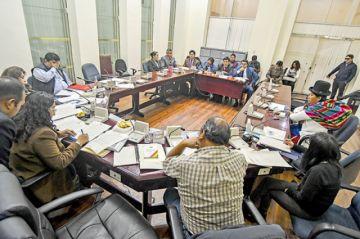 Magistrados denunciados asumen defensa