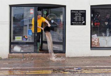 Reino Unido en alerta tras el devastador paso de la tormenta Dennis