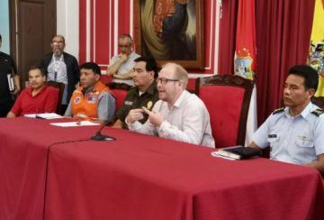Tarija suspende viajes por tres días y dispone horario laboral continuo